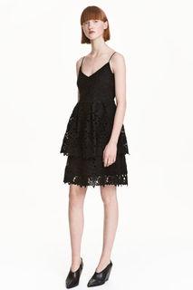 Короткое кружевное платье H&M