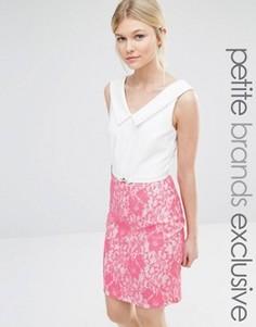 Платье-футляр с V-образным вырезом и контрастной кружевной юбкой Paper Dolls Petite - Розовый