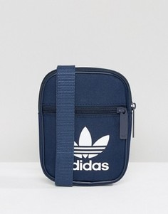 9db60f5cdce8 Темно-синяя сумка с логотипом-трилистником adidas Originals BK6731 -  Темно-синий