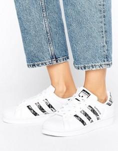 Кроссовки с цветочным принтом и тремя полосками adidas Originals Superstar - Белый