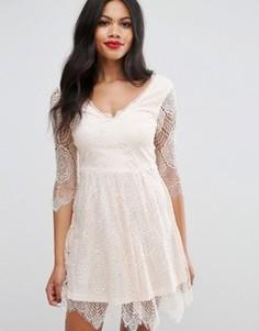 Короткое приталенное платье Girls On Film Lacey - Розовый