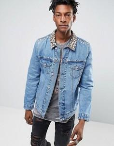 Джинсовая куртка с леопардовым принтом на воротнике и заклепками ASOS - Синий