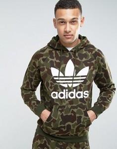 Худи без застежки с камуфляжным принтом adidas Originals BK5884 - Зеленый