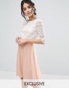 Приталенное платье миди с кружевным лифом и глубоким вырезом на спине Elise Ryan - Розовый