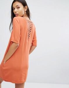Платье-футболка с решетчатой вставкой сзади See U Soon - Красный