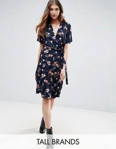Платье с запахом и цветочным принтом Vero Moda Tall - Темно-синий