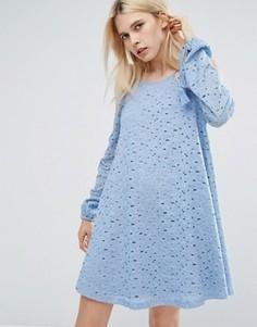 Кружевное свободное платье с открытыми плечами и кисточками J.O.A - Синий