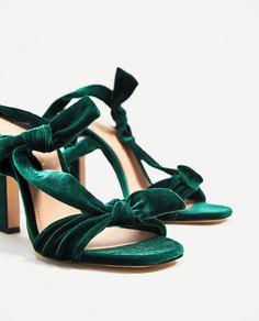 Сандалии из бархата на каблуке Zara