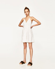 Мини-платье с вырезом халтер и вышивкой Zara