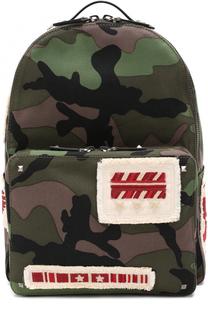 Текстильный рюкзак с камуфляжным принтом и контрастными нашивками Valentino