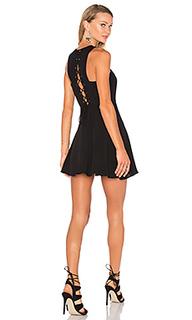 Приталенное и расклешенное платье lace me up - NBD