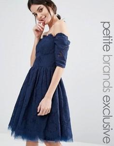 Кружевное платье со спущенными длинными рукавами Chi Chi London Petite - Темно-синий