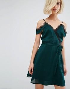 Платье-комбинация с кружевной отделкой и запахом J.O.A - Зеленый