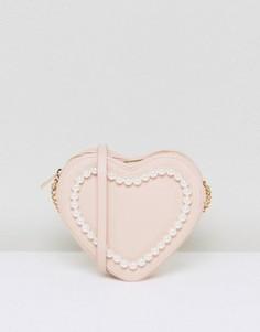 Сумка через плечо в форме сердца с отделкой искусственным жемчугом ASOS - Розовый