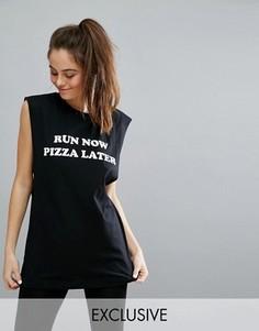 Черная облегающая майка с надписью Run Now Pizza Later Twerk Out - Черный