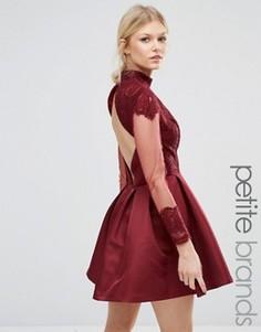 Платье мини с высоким воротом Chi Chi London Petite - Красный