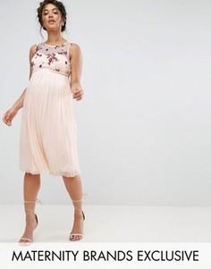 Приталенное платье с цветочной вышивкой и тюлевой юбкой Little Mistress Maternity - Розовый