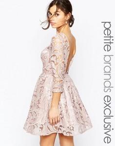 Платье для выпускного с пайетками и вырезом на спине Chi Chi London Petite - Коричневый
