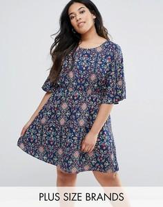 Платье с принтом и оборками на рукавах Yumi Plus - Темно-синий