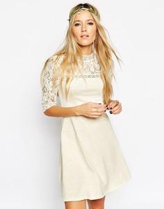 Приталенное платье с высоким воротом ASOS - Кремовый