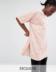 Бархатная удлиненная футболка Monki - Розовый