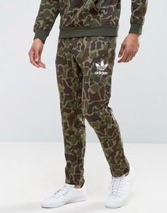 Джоггеры камуфляжной расцветки adidas Originals BK5901 - Зеленый