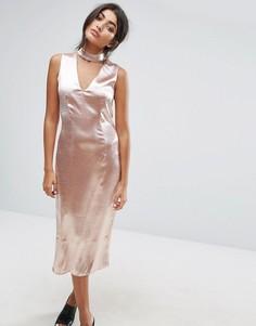 Платье миди с глубоким вырезом и горловиной-чокером J.O.A - Розовый