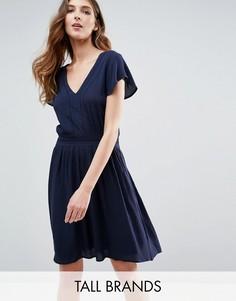 Приталенное платье с короткими рукавами Vero Moda Tall - Темно-синий