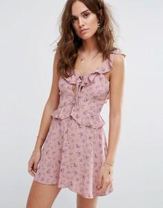 Чайное платье с принтом Flynn Skye - Розовый