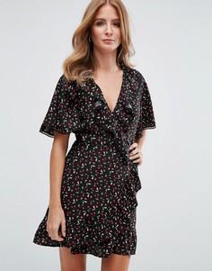 Платье мини с рюшами, запахом и принтом вишен Millie Mackintosh - Черный