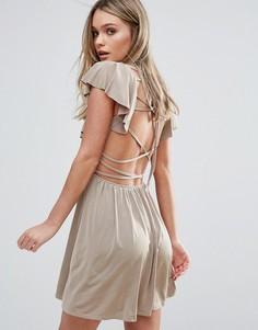 Короткое приталенное платье с оборками и ремешками на спине Oh My Love - Розовый
