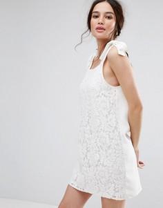 Цельнокройное платье с завязками на плечах Missguided - Кремовый