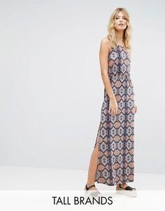 Платье макси с глубоким вырезом на спинке и принтом Vero Moda Tall - Мульти