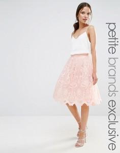 Пышная юбка миди из премиального кружева Chi Chi London Petite - Розовый