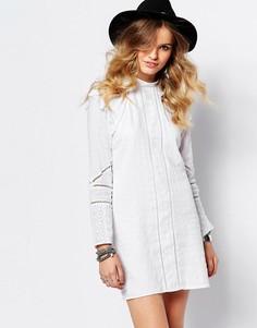 Цельнокройное платье с высоким воротом Stevie May - Белый