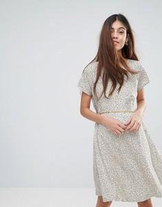 Платье в нордическим стиле с принтом Yumi - Белый