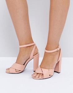 Розовые босоножки на блочном каблуке The March - Розовый
