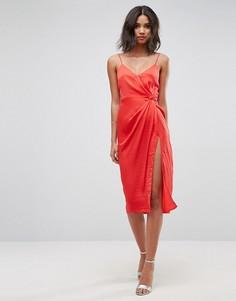 Атласное платье-футляр миди на бретельках с тиснением ASOS - Красный