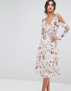 Платье миди с цветочным принтом и открытыми плечами Boohoo - Мульти