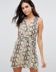 Короткое приталенное платье со змеиным принтом Jasmine - Бежевый