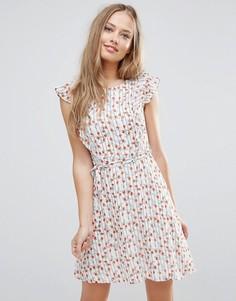 Сарафан в полоску с рукавами-оборками и цветочным принтом Yumi - Белый
