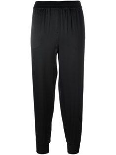 эластичные атласные брюки DKNY