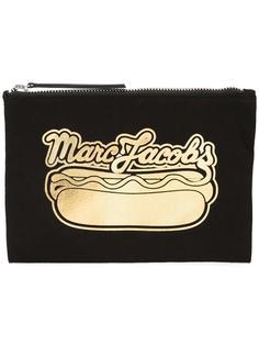 клатч с принтом хот-дога Marc Jacobs