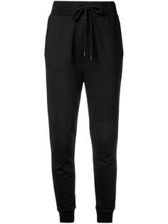 спортивные штаны с сердечком на кармане Love Moschino