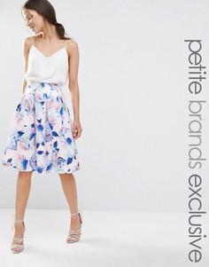 Расклешенная юбка миди с цветочным принтом Chi Chi London Petite - Мульти