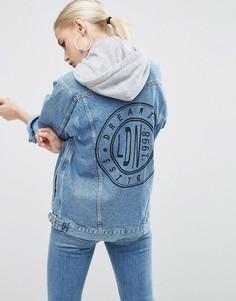 Синяя джинсовая куртка с принтом на спине и серым капюшоном ASOS - Синий