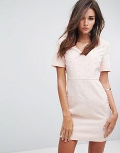 80afee53b8ca Облегающее платье с V-образным вырезом и искусственным жемчугом Fashion  Union - Розовый