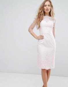 Платье-футляр с кружевом Chi Chi London Premium - Розовый