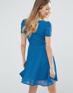 Короткое приталенное платье с вырезом на спине Jasmine - Синий