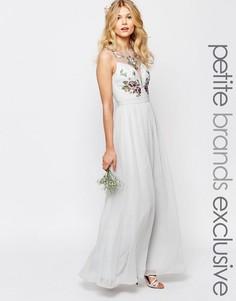 Платье макси с разрезом и цветочной отделкой лифа Chi-Chi London Petite - Синий